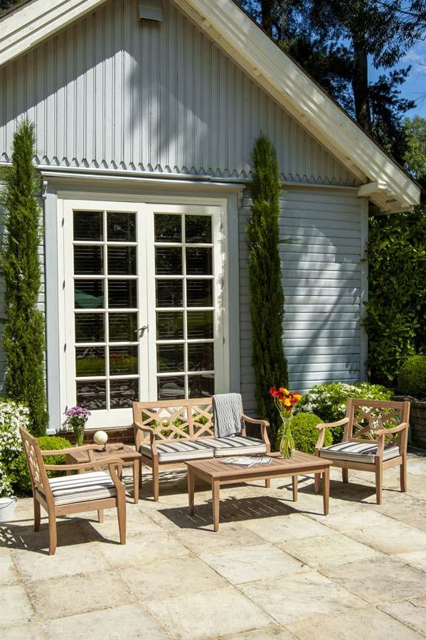 Fauteuil heritage mahogany avec coussin ray noir blanc - Salon de jardin en bois mahogany tropical ...